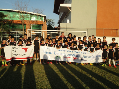 JDFA Football Clinic School visit in ASCOT3