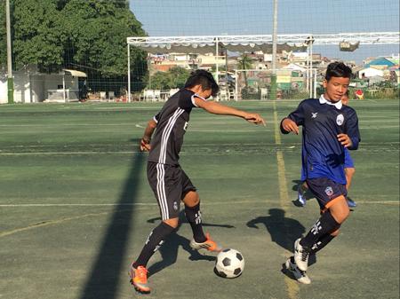 カンボジア「くっくま孤児院」の子ども達とサッカー交流3
