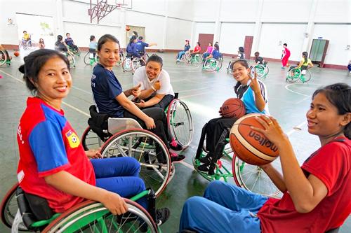 ラオス地方5県における車いすバスケットボールチームの創設と女子チームの育成1