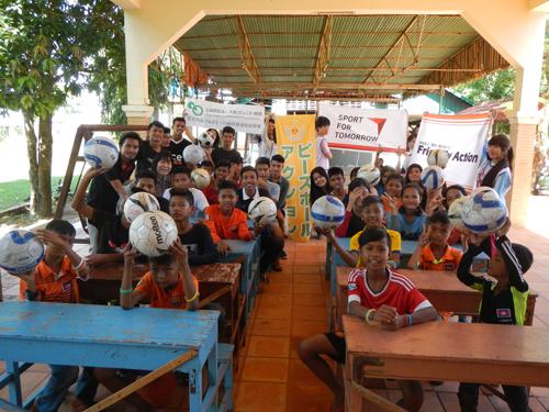 カンボジアの知的障がい者と児童養護施設の児童とサッカーを楽しもう!1