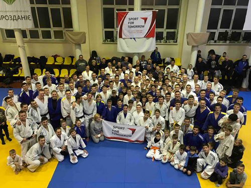 Dispatching Judo coaches as a 25th commemoration project of Japan-Ukraine diplomatic relationship1