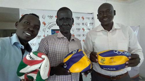 南スーダンへのバレーボール寄贈2