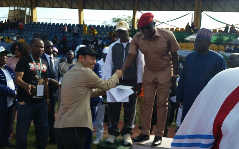 ナイジェリア連邦青年スポーツ省へのスポーツ用品寄贈式1