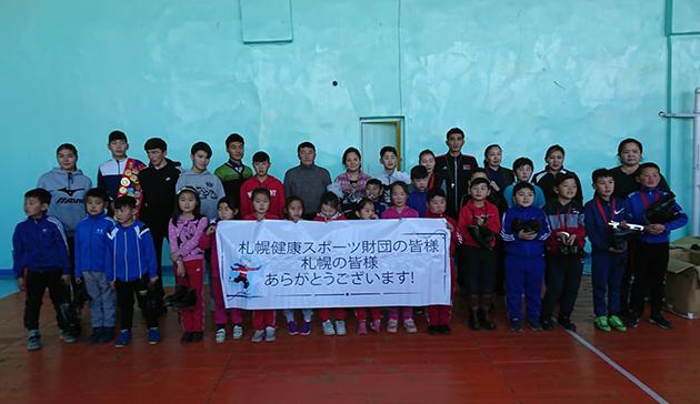 モンゴルへのスポーツ用具(スケート靴)提供2