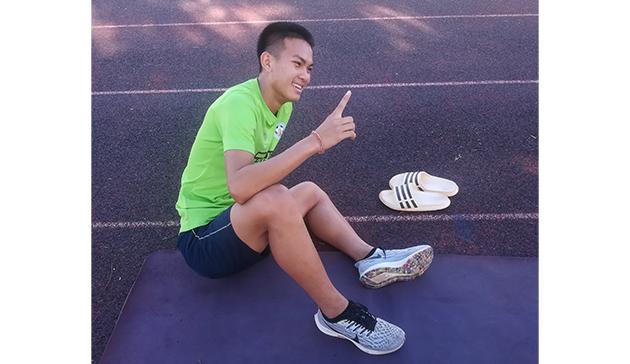 ラオスの学生選手にランニングシューズ・スパイクシューズを寄付4