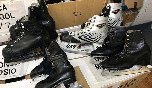 モンゴルへのスポーツ用具(スケート靴)提供3