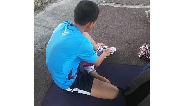 ラオスの学生選手にランニングシューズ・スパイクシューズを寄付3